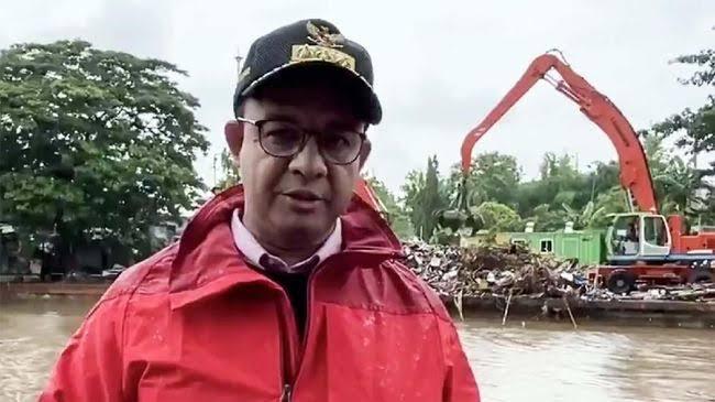 Anies Terjun Melihat TPA Yang Kebanjiran
