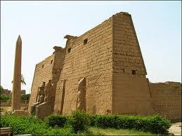 http://asalasah.blogspot.com/2013/06/istana-yang-telah-di-tinggal-mati-firaun.html
