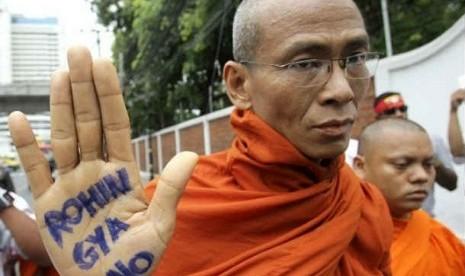 1 atusan-biksu-budha-myanmar-menggelar-demontrasi-menolak-keberadaan-muslim-rohingya-_120903111809-946