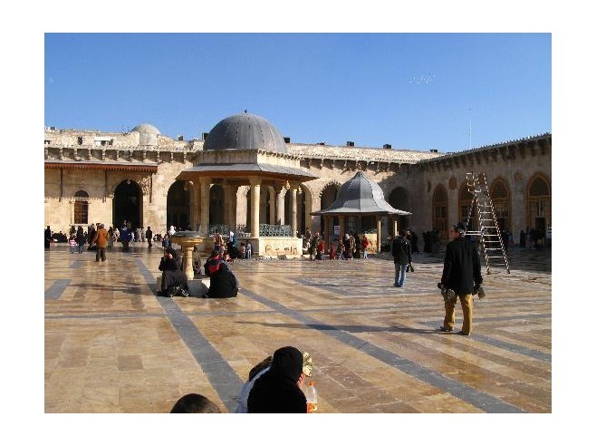 5 The_courtyard_Dec_2006_Aleppo