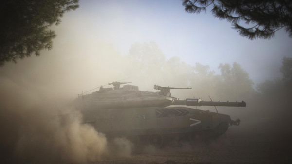 An Israeli tank performs a manoeuvre after a five-hour humanitarian truce, near the border with Gaza Strip