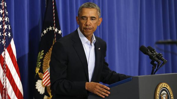 U.S. President Obama departs after delivering statement from Martha's Vineyard, Massachusetts