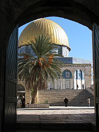 Dome_of_the_Rock_viewed_through_Bab_al-Qattanin