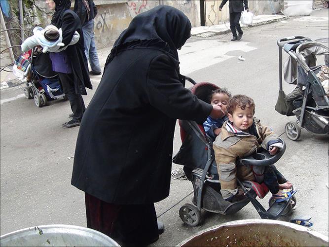 antrian makanan warga Suriah 1