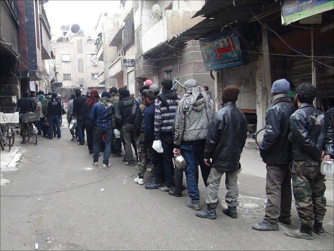 antrian makanan warga Suriah 5