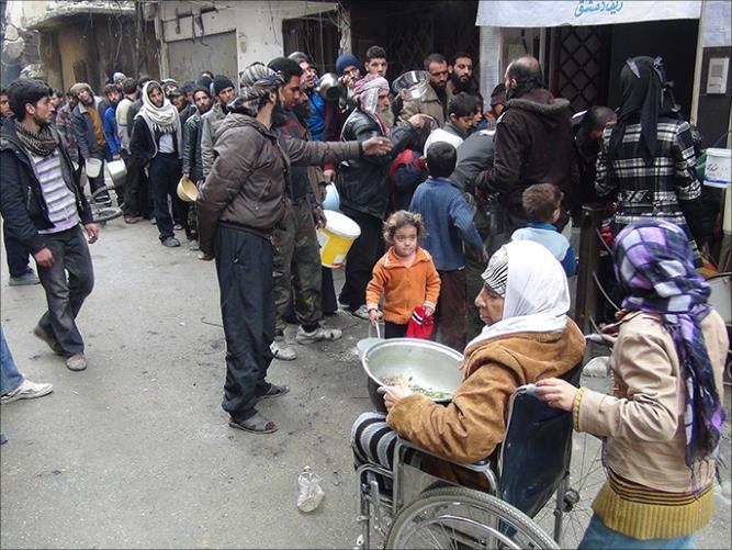 antrian makanan warga Suriah 6