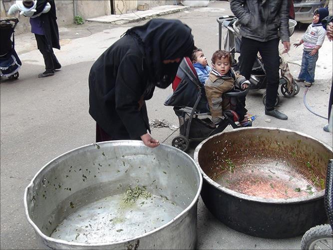 antrian makanan warga Suriah