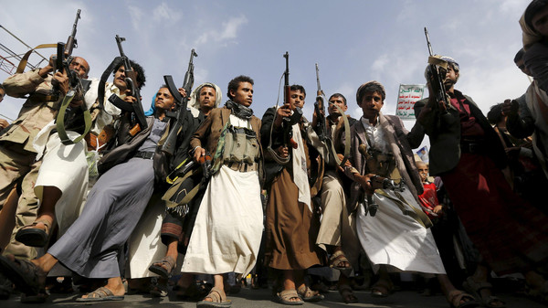 Armed Houthi followers rally against Saudi-led air strikes in Sanaa June 14, 2015. Houthi forces and their army allies in Yemen seized the capital of a large desert province on the border with Saudi Arabia on Sunday, residents said, an important victory for the group ahead of peace talks in Geneva on Monday. REUTERS/Khaled Abdullah