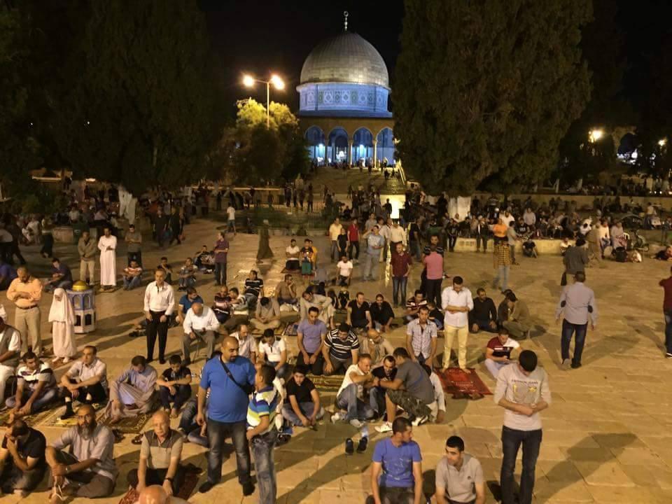 tarawih di masjid al Aqsha - sebelum adzan Isya berkumandang