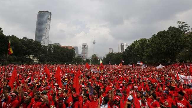 kaus merah