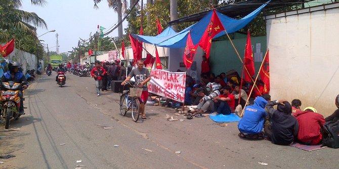 Kena Imbas Roket Ekonomi Jokowi Yang Nyungsep, 12.000 Buruh Pribumi di Tangerang Kena PHK