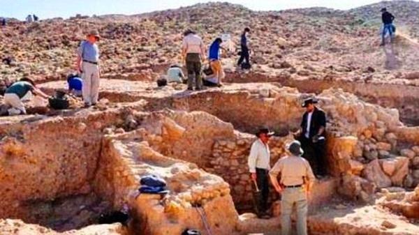 kota kaum sodom - para arkeolog sibuk bekerja