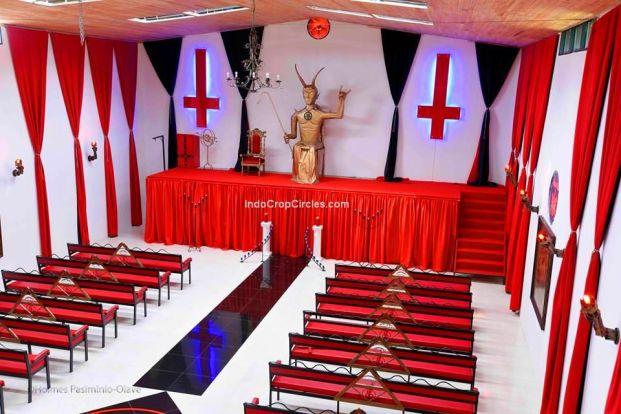 gereja-setan-di-kolombia-05