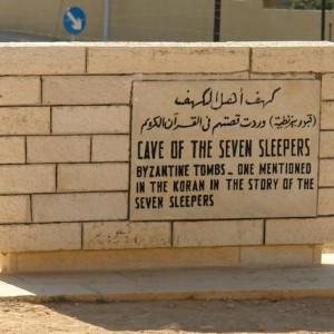 Mukjizat Alqur'an Monumen Gua Ashabul Kahfi